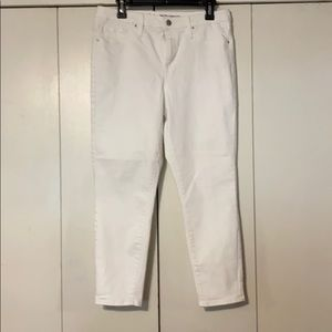 🌼2/$10🌼 White Mossimo Jeans
